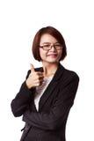 Het Aziatische bedrijfsvrouw tonen beduimelt omhoog Royalty-vrije Stock Afbeeldingen