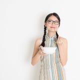 Het Aziatische Chinese vrouw eten stock foto's