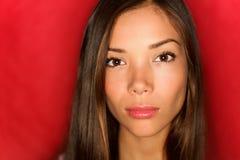 Het Aziatische ernstige portret van de schoonheidsvrouw Stock Afbeeldingen