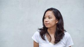 Het Aziatische haar van de vrouwen lange krul met exemplaar ruimteachtergrond royalty-vrije stock fotografie