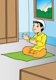 Het Aziatische jongen bidden Stock Afbeeldingen