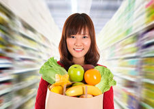 Het Aziatische kruidenierswinkel winkelen. stock fotografie