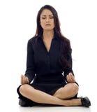 Het Aziatische Mediteren van de Vrouw Stock Foto's