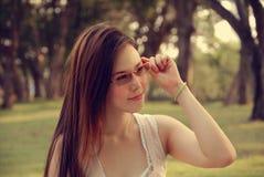 Het Aziatische meisje glimlachen Royalty-vrije Stock Foto's
