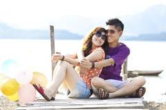 Het Aziatische paar glimlachen Stock Afbeelding