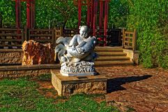 Het Aziatische standbeeld van de vissersmens royalty-vrije stock foto's