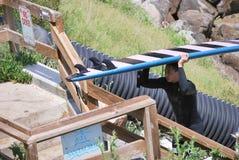 Het Aziatische surfer weggaan Royalty-vrije Stock Fotografie