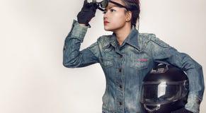 Het Aziatische vrouw kijken Stock Foto