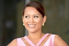 Het Aziatische Vrouwelijke Glimlachen royalty-vrije stock afbeelding