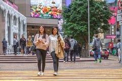 Het Aziatische vrouwen lopen Stock Foto