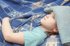 Het babymeisje is ziek met griep Royalty-vrije Stock Foto