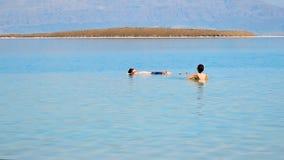 Het baden in het Dode Overzees Royalty-vrije Stock Foto's