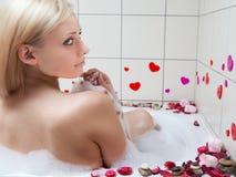 Het baden van de vrouw Stock Foto's