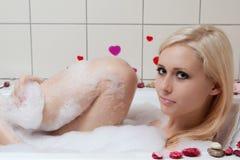 Het baden van de vrouw Stock Fotografie