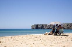 Het baden van de zon in Portugal Stock Foto's
