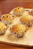 Het bakken cupcakes in manden Stock Fotografie
