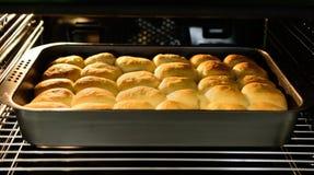Het bakken van Traditioneel Tsjechisch Curd Cakes royalty-vrije stock foto's
