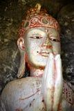 Het Balinese geestelijke houten standbeeld van Boedha met het bidden handen royalty-vrije stock fotografie