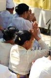 Het Balinese mensen bidden Stock Afbeelding