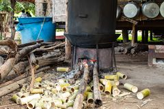 Het bamboe dat onder het fornuis brandbaar is royalty-vrije stock fotografie