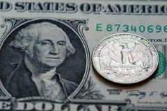 Het bankbiljet van het Amerikaanse dollarcontante geld en muntstukachtergrond Royalty-vrije Stock Fotografie