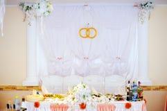 Het banket van het huwelijk in een restaurant Stock Afbeeldingen
