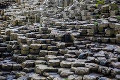 Het Basaltkolommen van de reuzenverhoogde weg stock afbeeldingen