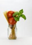Het basilicum en de deegwaren van tomaten Royalty-vrije Stock Afbeelding