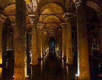 Het Basiliekreservoir, is het grootst van honderden oude reservoirs die vroeger onder de stad van Istanboel liggen royalty-vrije stock fotografie