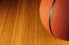Het basketbal van de bal Stock Foto's