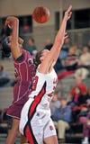 Het Basketbal van de Middelbare school van meisjes Stock Foto's