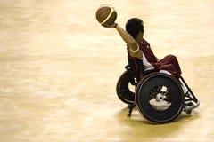 Het Basketbal van de Stoel van het wiel voor Gehandicapten (Mensen) Royalty-vrije Stock Afbeelding