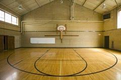 Het basketbalhof van de middelbare school Stock Foto