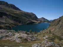 Het bassin en de dam van meercolombo op de Alpen van Bergamo Royalty-vrije Stock Fotografie