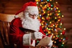 Het beantwoorden van Kerstmisbrief Stock Foto's