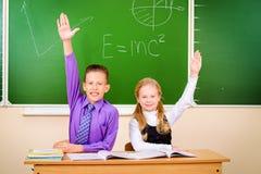 Het beantwoorden van leerlingen stock foto's