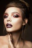 Het Beautyfulmeisje met helder maakt omhoog Stock Foto's