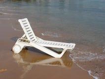Het bed van de plank op strand Stock Fotografie