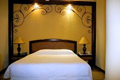 Het Bed van het Hotel van de Toevlucht van de luxe Stock Afbeeldingen