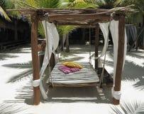 Het bed van het strand op wit zand stock fotografie