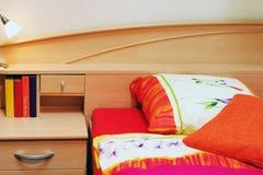 Het bedlinnen van de zomer Stock Foto