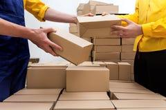 Het bedrijf van de pakketlevering stock foto's