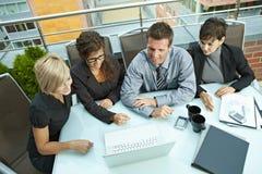 Het bedrijfs mensen openlucht samenkomen Stock Fotografie