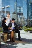 Het bedrijfs mensen samenkomen Stock Fotografie