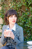 Het bedrijfs vrouw drinken koffie Royalty-vrije Stock Fotografie