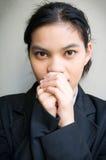 Het bedrijfs vrouwen afsmeken Stock Foto's