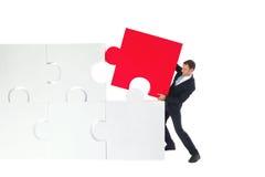 Het bedrijfsmens assembleren raadsel Stock Afbeelding