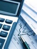Het bedrijfsrapport van de calculator en royalty-vrije stock foto's