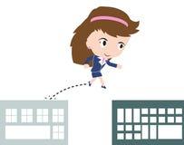 Het bedrijfsvrouw gelukkige die springen over hiaat van gebouwen als hindernis voor succesconcept, in vorm wordt voorgesteld Royalty-vrije Stock Afbeeldingen