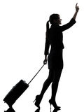 Het bedrijfsvrouw reizende lopen   het begroeten van silhouet royalty-vrije stock foto's